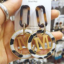 48193耳钉式, 字母数字/符号椭圆形 字母 M 圆环 豹纹