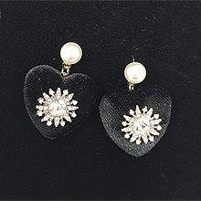 51952耳钉式, 心形心形 珍珠 珠子圆形 花