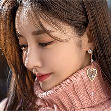 52398耳钉式, 心形心形 珍珠 珠子 不对称 圆形