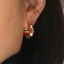 55211耳圈耳扣, 字母数字/符号字母 B